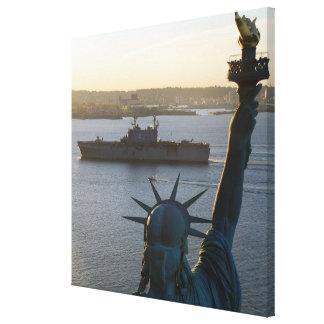 Estatua de la fotografía naval de la libertad y impresion de lienzo