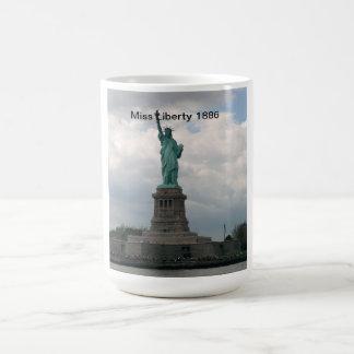 Estatua de la libertad 1886 taza clásica