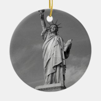 Estatua de la libertad 3 adorno navideño redondo de cerámica