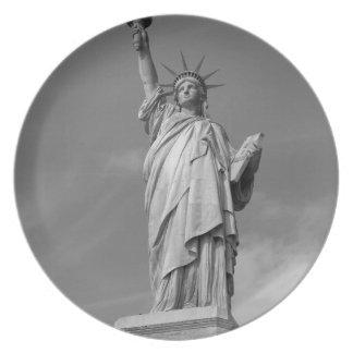 Estatua de la libertad 3 platos para fiestas