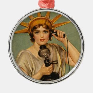 Estatua de la libertad, anuncio patriótico del adorno redondo plateado