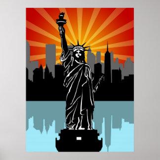 Estatua de la libertad con el horizonte de Nueva Y Póster