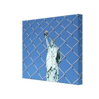 Estatua de la libertad detrás de la impresión de impresión en lona