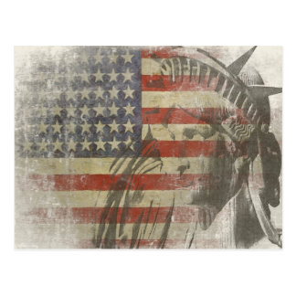 Estatua de la libertad en bandera americana del postal