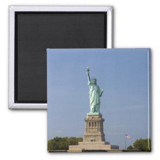 Estatua de la libertad en la isla de la libertad e imán cuadrado