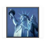 Estatua de la libertad en la oscuridad postales