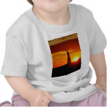 Estatua de la libertad en la puesta del sol camisetas