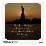 Estatua de la libertad en Puesta del sol-con la ci