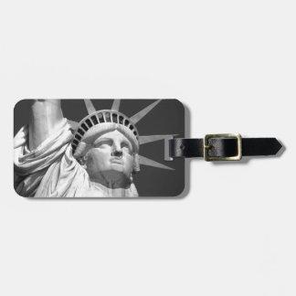 Estatua de la libertad negra y blanca etiquetas para maletas