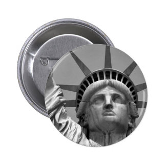 Estatua de la libertad negra y blanca Nueva York Pin Redondo De 2 Pulgadas