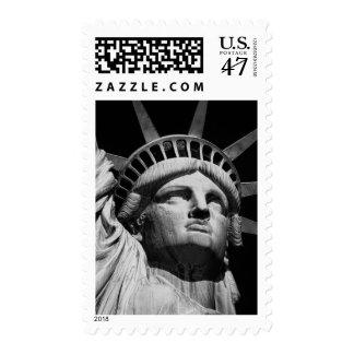 Estatua de la libertad negra y blanca NYC Estampilla