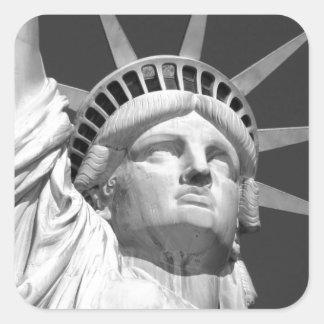 Estatua de la libertad negra y blanca pegatina cuadrada