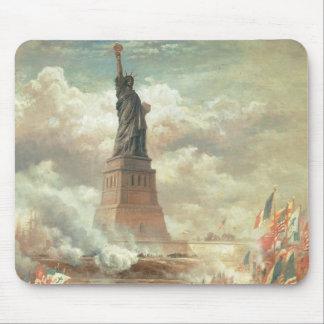 Estatua de la libertad, Nueva York circa 1800's Tapete De Ratones