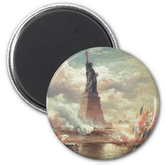 Estatua de la libertad que aclara el mundo imán redondo 5 cm