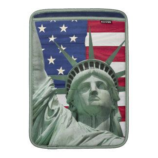 Estatua de la libertad y de la bandera americana funda  MacBook