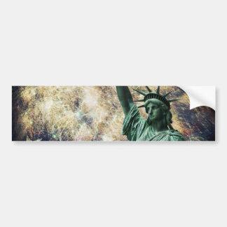 Estatua de la libertad y de los fuegos artificiale pegatina para auto