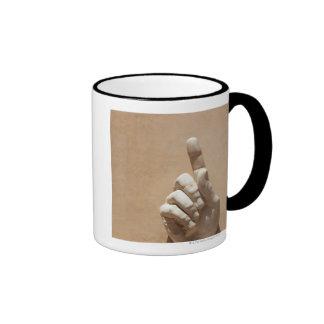 Estatua de la mano en el dei Conservatori de Palaz Tazas De Café