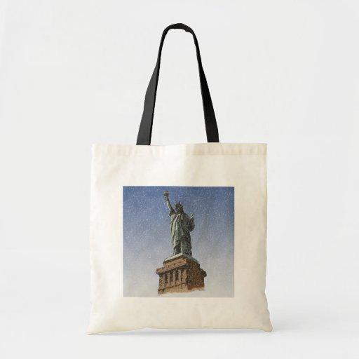 Estatua de la nieve de la libertad bolsas de mano