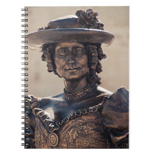 Estatua de la señora libros de apuntes