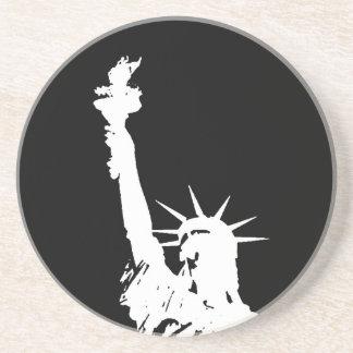 Estatua de la silueta de la libertad posavasos personalizados
