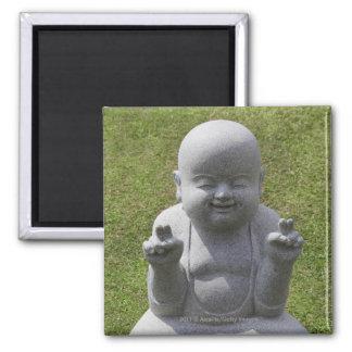 Estatua de piedra de Buda feliz Imán Cuadrado