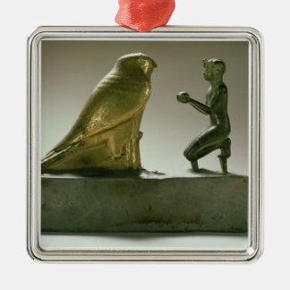Estatua de rey Taharqa que adora a halcón-dios Ornaments Para Arbol De Navidad