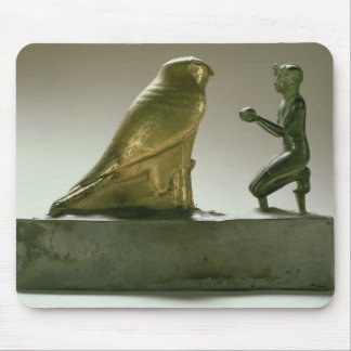 Estatua de rey Taharqa que adora a halcón-dios Alfombrilla De Raton