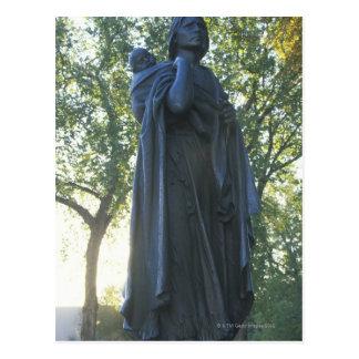 'Estatua de Sacagawea y su hijo, guía en Postales
