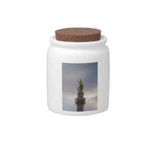 Estatua de San Jorge en el cuadrado de la libertad Jarra Para Caramelo