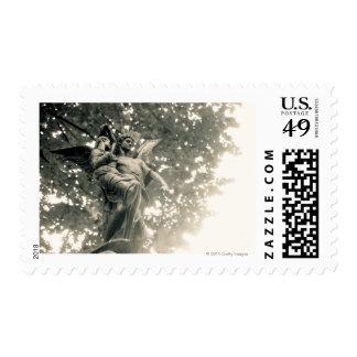Estatua de San Miguel, cementerio de Pere Lachaise Sello