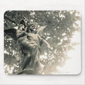 Estatua de San Miguel, cementerio de Pere Lachaise Alfombrillas De Ratones