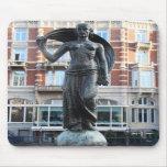 Estatua de señora Fortuna, Amsterdam Alfombrilla De Raton