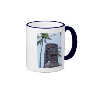 Estatua de Tiki en Kona, Hawaii - taza