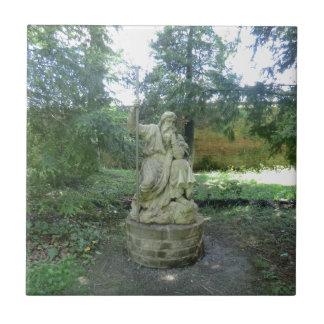 Estatua de un druida Galés en Erddig Pasillo Azulejo Cuadrado Pequeño