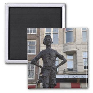 Estatua de un niño de la calle, Amsterdam Imán Cuadrado