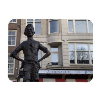 Estatua de un niño de la calle, Amsterdam Imán Rectangular