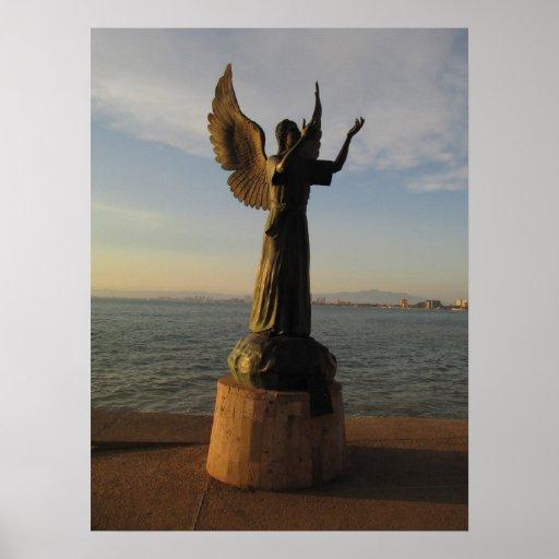 Estatua del ángel de ASAS en la puesta del sol Posters
