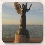Estatua del ángel de ASAS en la puesta del sol Posavasos