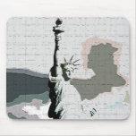 Estatua del arte pop de la libertad alfombrilla de ratones