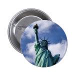 Estatua del botón de la libertad pin