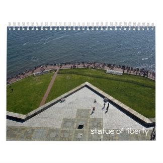 estatua del calendario de la libertad