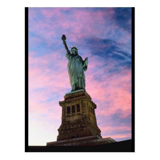 Estatua del cielo del pastel de la libertad postal