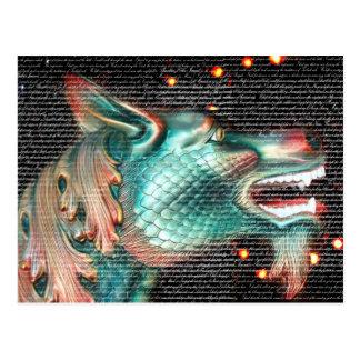 estatua del dragón con imagen de la capa del texto postales