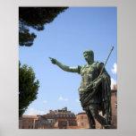 Estatua del emperador romano cerca del foro romano impresiones