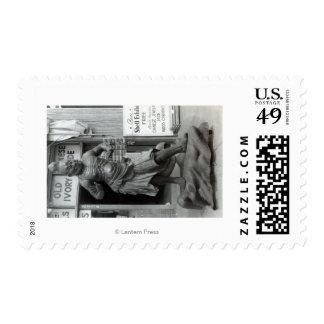 Estatua del guardia del templo en la tienda timbre postal