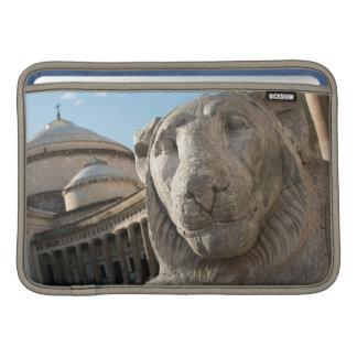 Estatua del león delante de San Francisco di Paola Funda Para Macbook Air