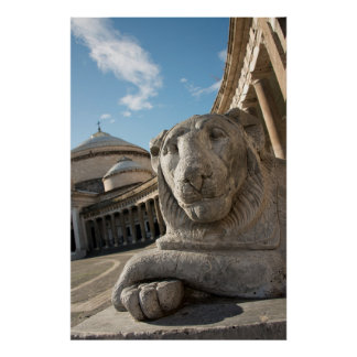 Estatua del león delante de San Francisco di Paola Posters