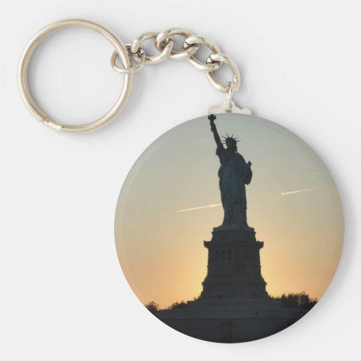 Estatua del perfil de la libertad - ReasonerStore Llavero Redondo Tipo Pin