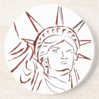 Estatua del práctico de costa de la libertad posavasos para bebidas