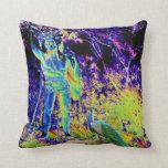 estatua e imagen colorida fresca solarized pavo re almohada